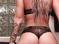 Phat ass white girl sent me this jiggle bum video!